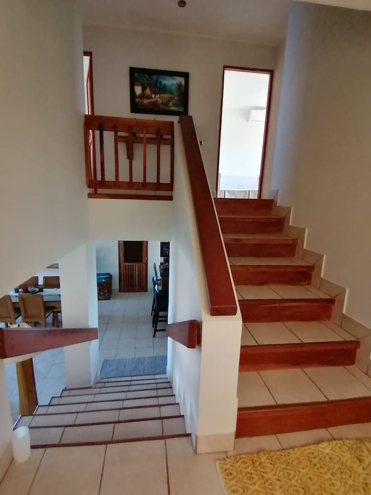 https://i.travelapi.com/hotels/2000000/1120000/1119000/1118962/1b38000c_z.jpg