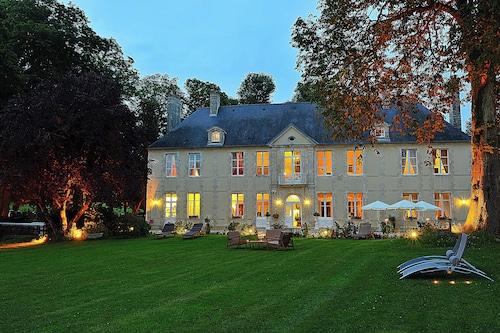 . Château de Bellefontaine
