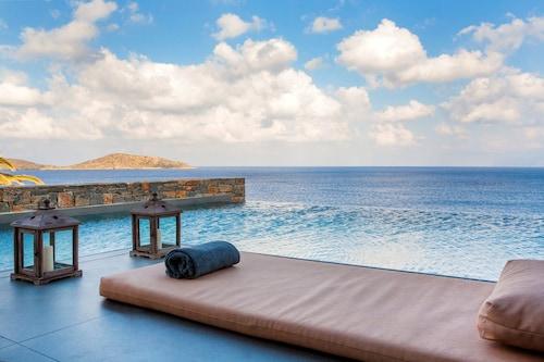 . Tui Blue Elounda Village Resort & Spa by Aquila