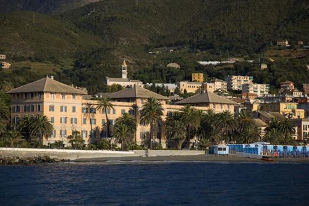 그랜드 호텔 아렌자노(Grand Hotel Arenzano) Hotel Image 14 - Beach/Ocean View