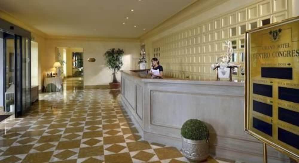 그랜드 호텔 아렌자노(Grand Hotel Arenzano) Hotel Image 1 - Lobby