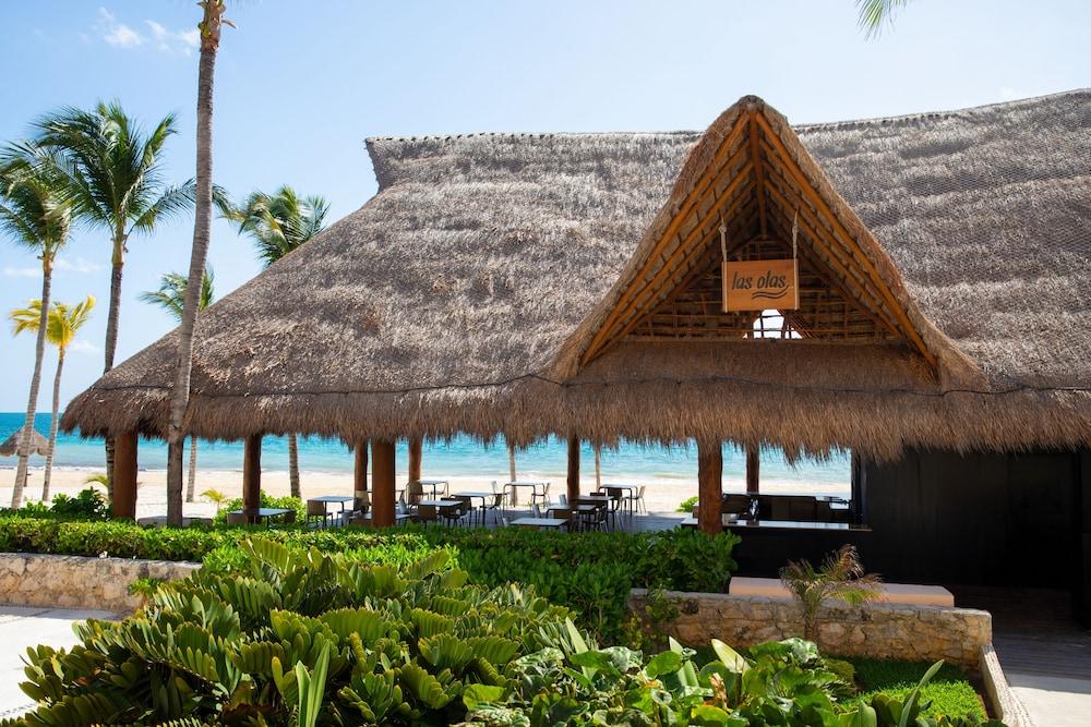 https://i.travelapi.com/hotels/2000000/1130000/1120500/1120449/4c6eebe3_z.jpg