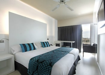 Standard Double or Twin Room, Partial Sea View