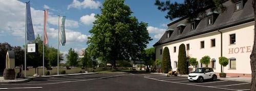 . Kaiserhof Anif