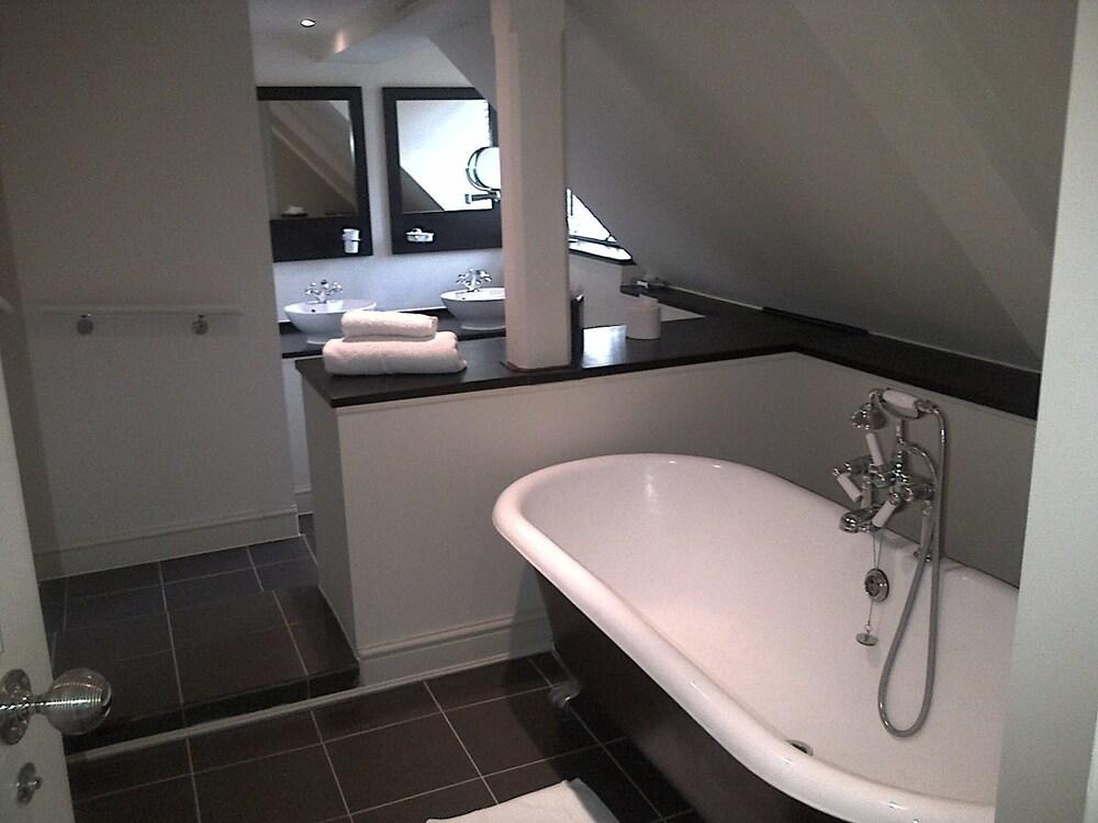 스토크 플레이스 호텔(Stoke Place Hotel) Hotel Image 28 - Bathroom