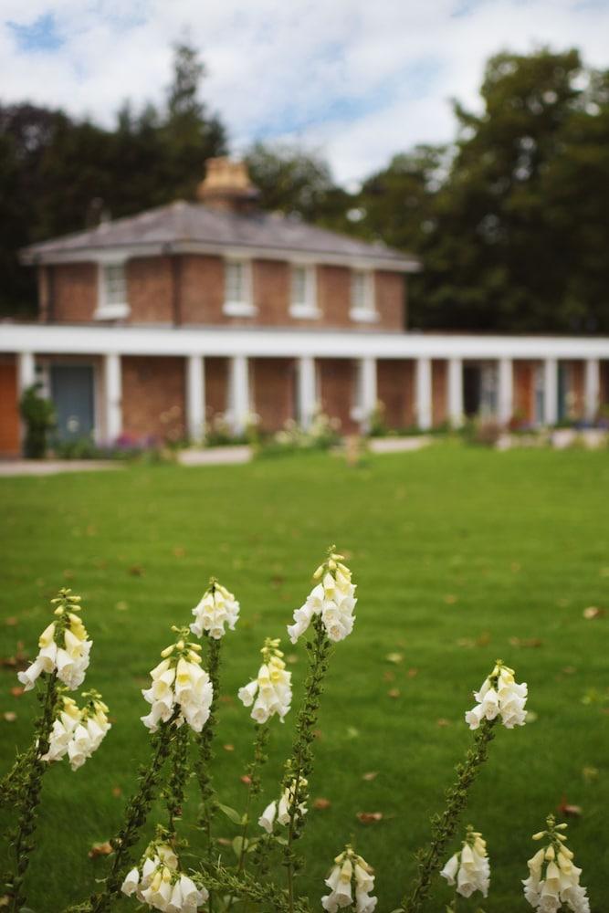 스토크 플레이스 호텔(Stoke Place Hotel) Hotel Image 58 - Garden