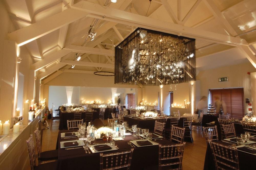 스토크 플레이스 호텔(Stoke Place Hotel) Hotel Image 48 - Indoor Wedding
