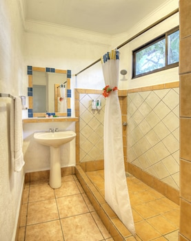 Hotel Hacienda Guachipelin - Bathroom  - #0