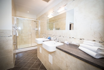Columba Hotel Inverness by Compass Hospitality - Bathroom  - #0