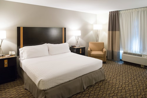 Holiday Inn Express Hotel & Suites Chanhassen, Carver