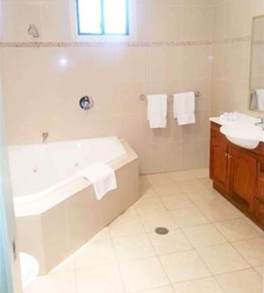 포터스 호텔 브루어리 리조트(Potters Hotel Brewery Resort) Hotel Image 11 - Bathroom