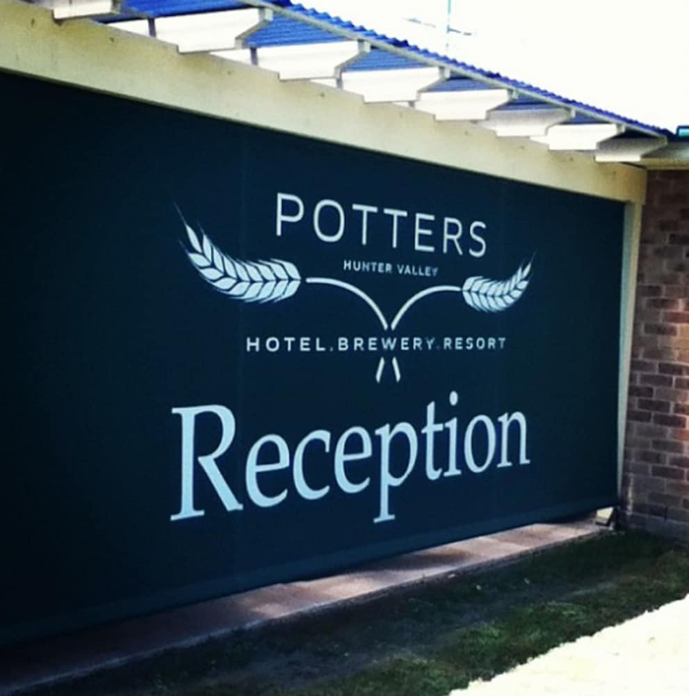 포터스 호텔 브루어리 리조트(Potters Hotel Brewery Resort) Hotel Image 38 - Hotel Entrance
