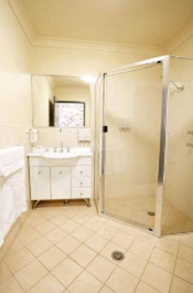 포터스 호텔 브루어리 리조트(Potters Hotel Brewery Resort) Hotel Image 13 - Bathroom