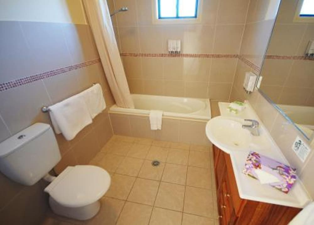 포터스 호텔 브루어리 리조트(Potters Hotel Brewery Resort) Hotel Image 12 - Bathroom