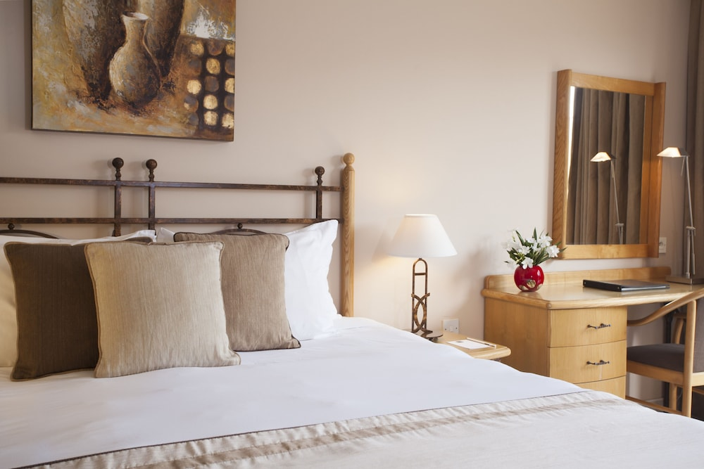 https://i.travelapi.com/hotels/2000000/1130000/1124500/1124418/1fcd6f64_z.jpg