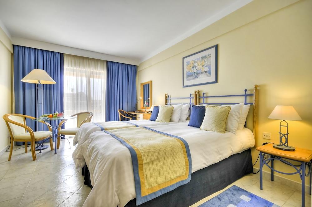 https://i.travelapi.com/hotels/2000000/1130000/1124500/1124418/ddf86647_z.jpg