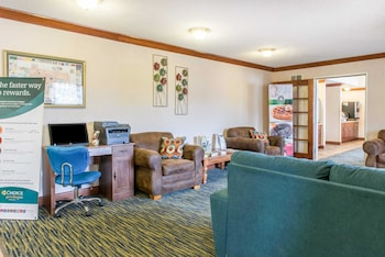 Pittsburgh Vacations - Quality Inn & Suites - Property Image 1