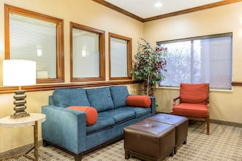 Comfort Inn & Suites Quad Cities - East Moline