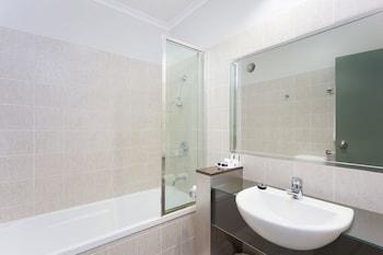 Bathroom at Rocklea International Motel in Rocklea