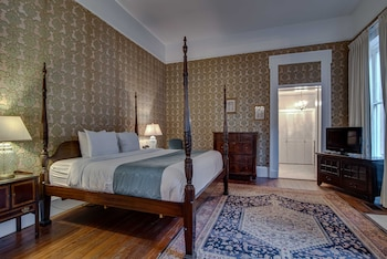 1 King Bed Suite, Historic