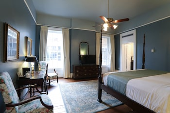 1 King Bed, Historic