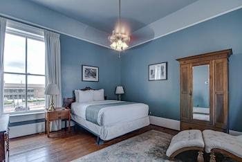 1 Queen Bed Historic