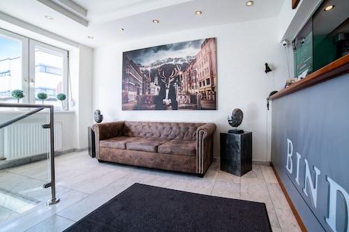 __{offers.Best_flights}__ BinderS Budget City-Mountain Hotel