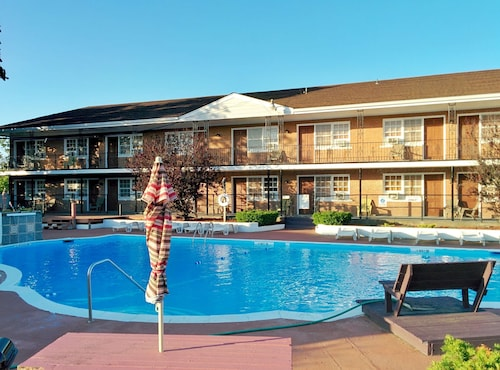 . Budget Host East End Hotel in Riverhead
