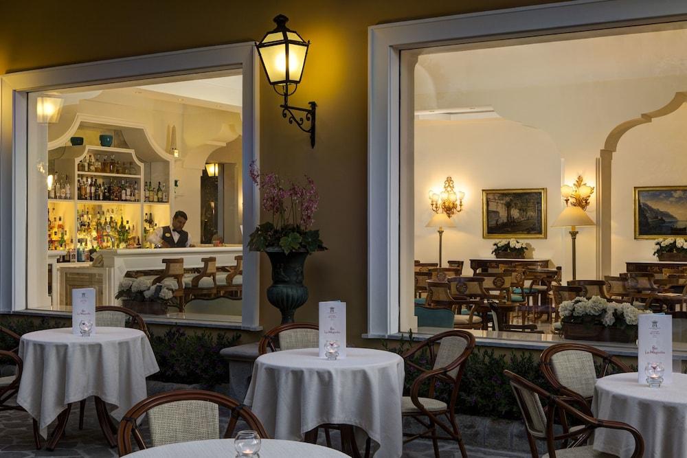 그랜드 호텔 드 라 빌르(Grand Hotel De La Ville) Hotel Image 34 - Hotel Bar