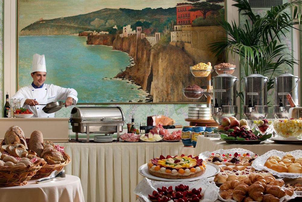 그랜드 호텔 드 라 빌르(Grand Hotel De La Ville) Hotel Image 31 - Buffet