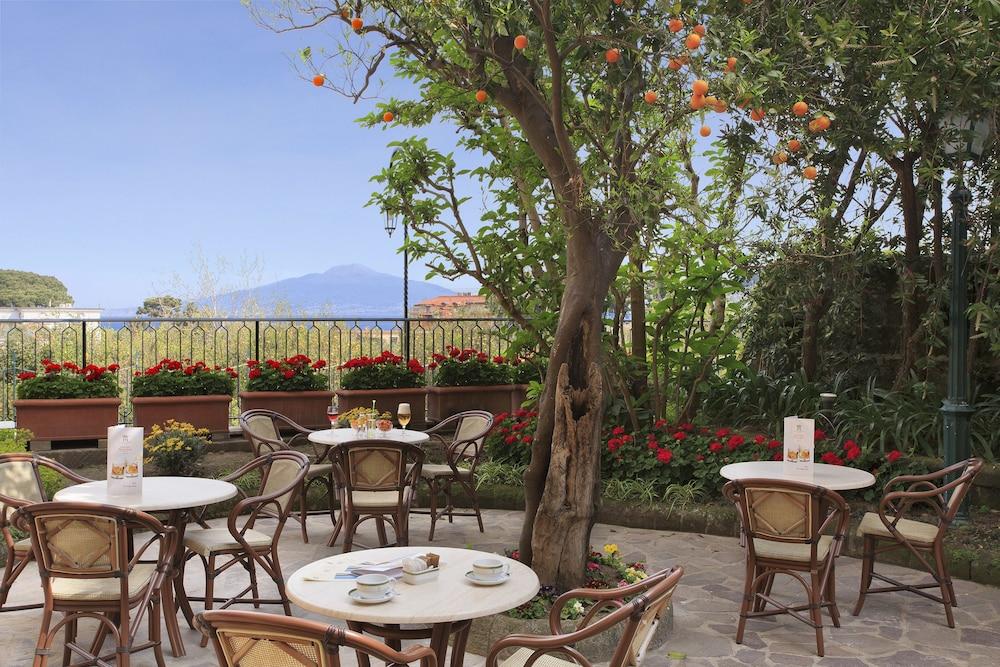 그랜드 호텔 드 라 빌르(Grand Hotel De La Ville) Hotel Image 37 - Outdoor Dining