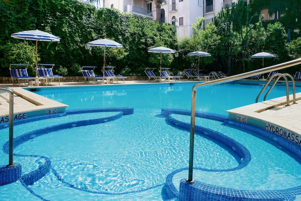 그랜드 호텔 드 라 빌르(Grand Hotel De La Ville) Hotel Image 22 - Outdoor Pool