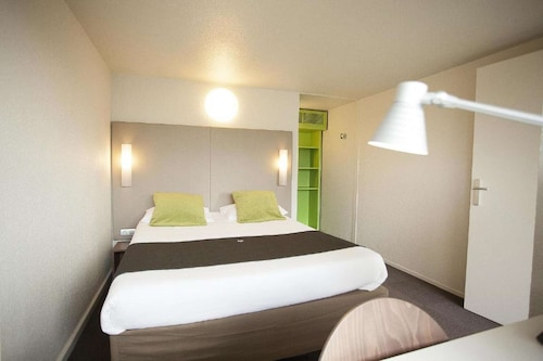 . Hotel Campanile Fougeres