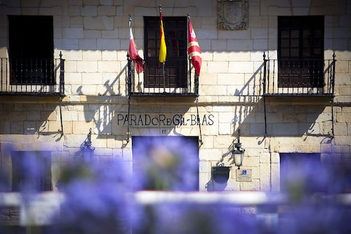 __{offers.Best_flights}__ Parador De Santillana De Gil Blas