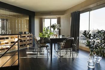 Suite (Prestige)