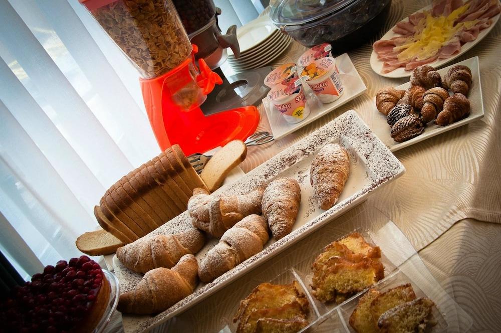 아에르 호텔 펠리페(Aer Hotel Phelipe) Hotel Image 27 - Breakfast buffet