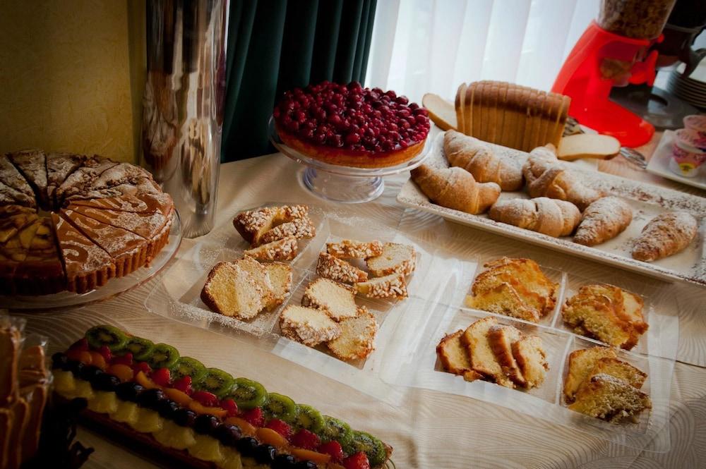 아에르 호텔 펠리페(Aer Hotel Phelipe) Hotel Image 28 - Breakfast buffet