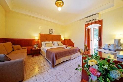 Neapol - Montespina Park Hotel - z Katowic, 5 kwietnia 2021, 3 noce