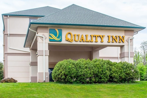 . Quality Inn Hackettstown - Long Valley