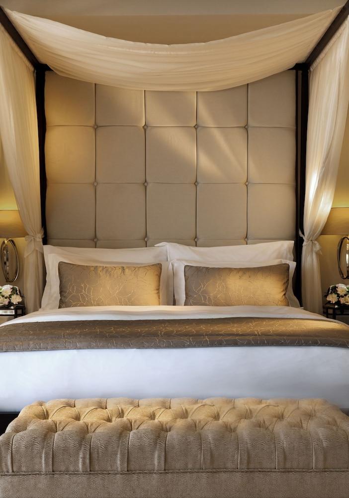 https://i.travelapi.com/hotels/2000000/1140000/1135900/1135879/aea0f3b0_z.jpg