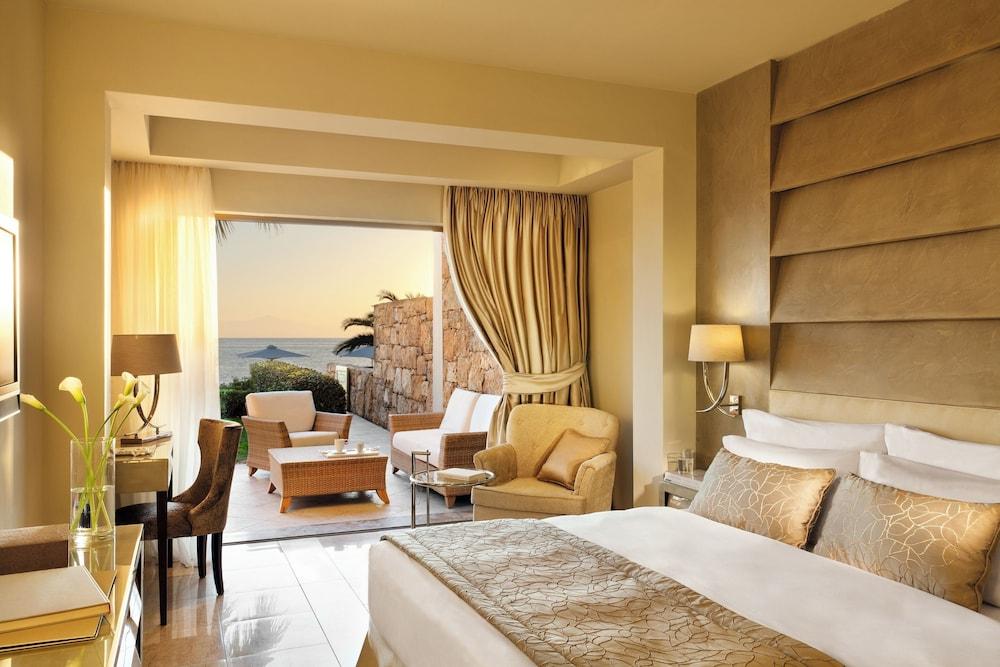 https://i.travelapi.com/hotels/2000000/1140000/1135900/1135879/dd1bbf8a_z.jpg