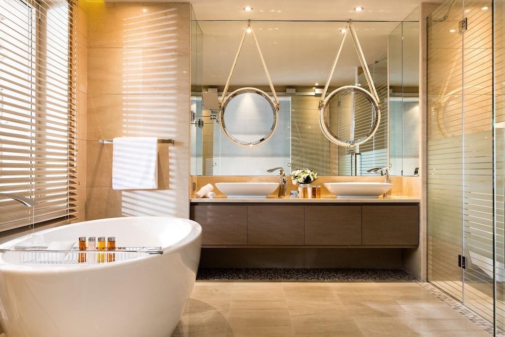 https://i.travelapi.com/hotels/2000000/1140000/1135900/1135879/ed75dd15_z.jpg