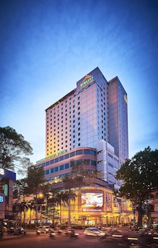 Windsor Plaza Hotel - Hotel Front - Evening/Night  - #0