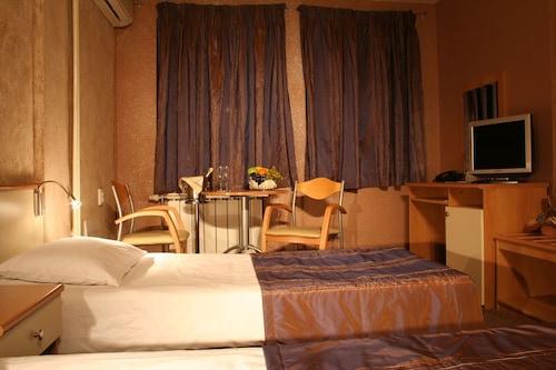 Brod Hotel, Stolichna