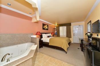 Suite, 1 Queen Bed, Non Smoking, Bathtub