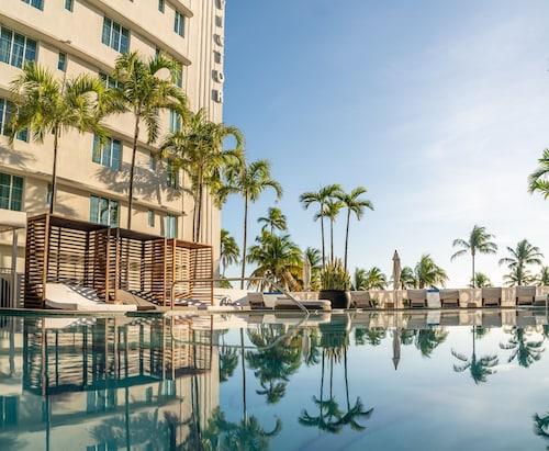 Miami Beach (FL) - Hotel Victor - z Katowic, 1 maja 2021, 3 noce