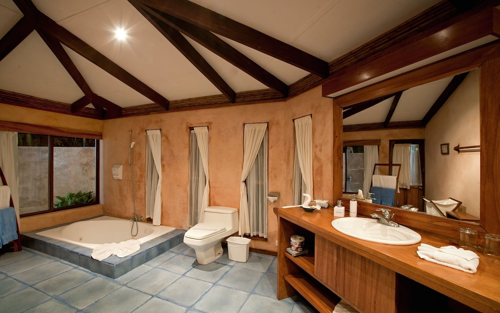 https://i.travelapi.com/hotels/2000000/1150000/1140100/1140010/05f4a439_z.jpg