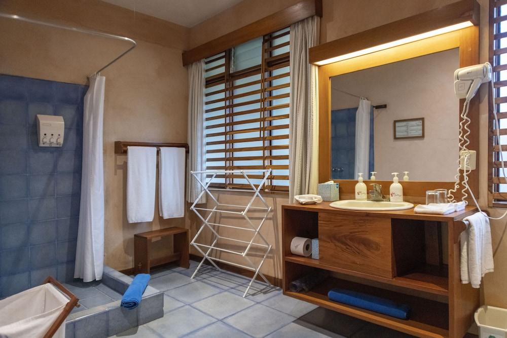 https://i.travelapi.com/hotels/2000000/1150000/1140100/1140010/336c3007_z.jpg