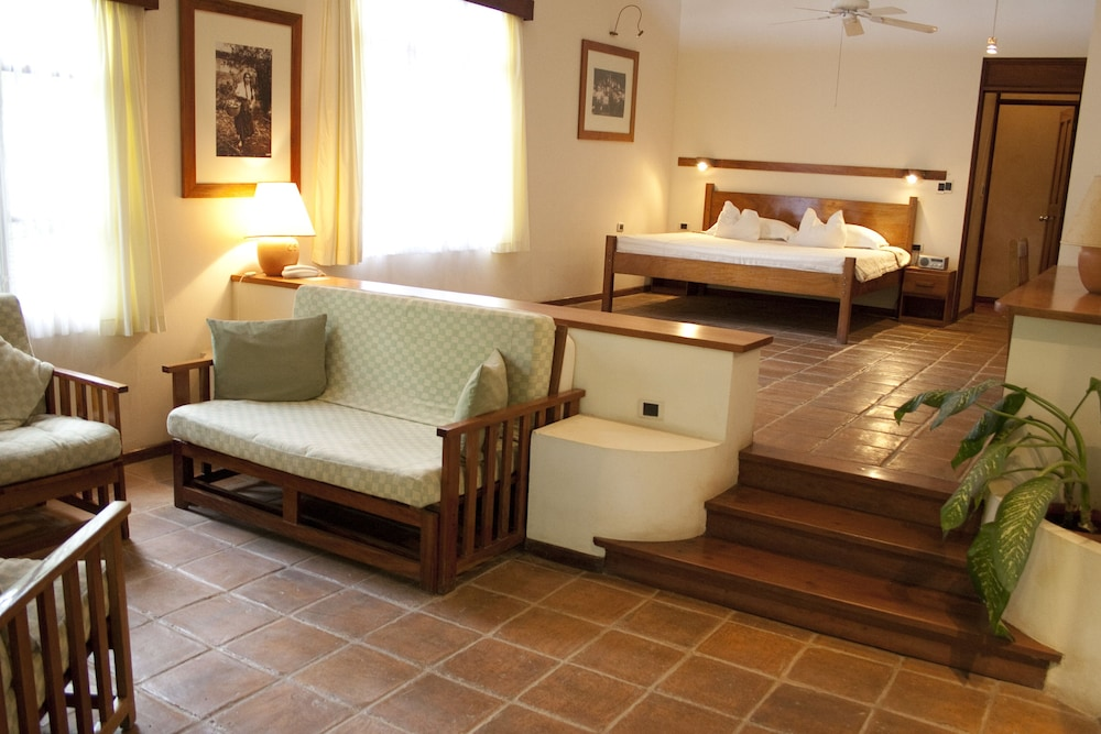 https://i.travelapi.com/hotels/2000000/1150000/1140100/1140010/adc897cf_z.jpg