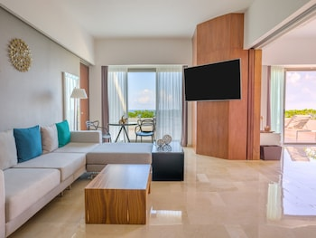 Suite, 1 King Bed, Jetted Tub, Oceanfront (Aqua)